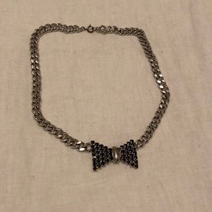 Jewelry - Silver rhinestone bow necklace